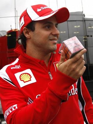 Фелипе Масса с Кубиком Рубиком на Гран-при Венгрии 2011