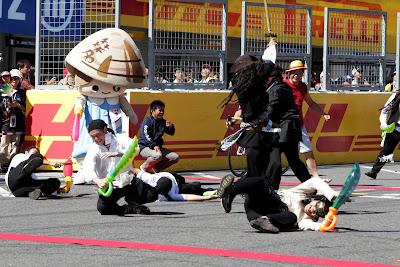 сражение пиратов на трассе Сузука на Гран-при Японии 2011