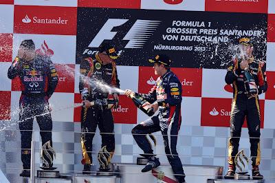 Кими Райкконен, Себастьян Феттель и Ромэн Грожан на подиуме с шампанским на Гран-при Германии 2013