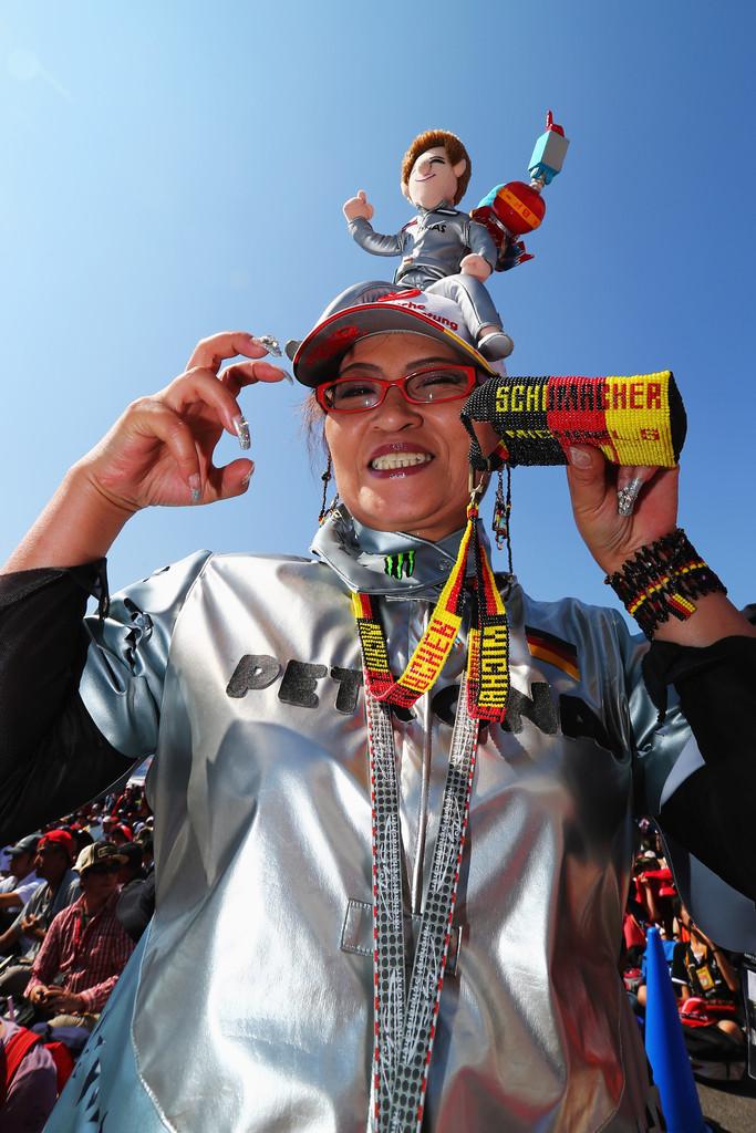 болельщица Михаэля Шумахера на Гран-при Японии 2012