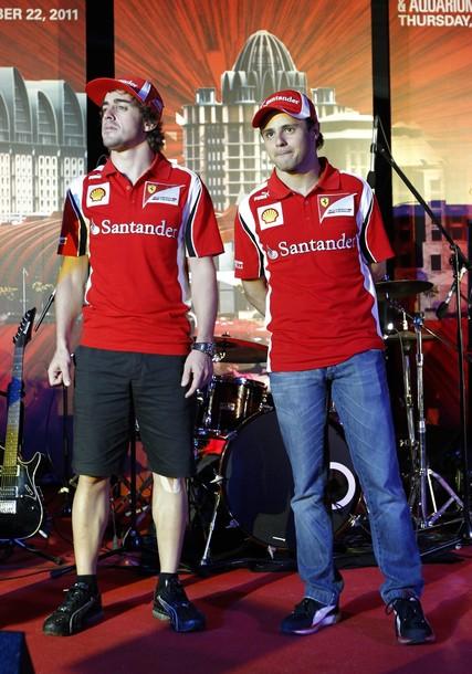 Фернандо Алонсо и Фелипе Масса на сцене Гран-при Сингапура 2011