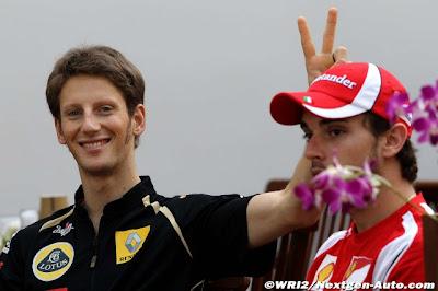 Ромэн Грожан ставит рожки Жюлю Бьянки на Гран-при Сингапура 2011