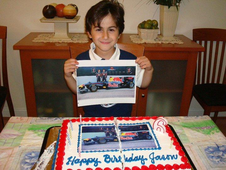 юный болельщик Red Bull с тортом на день рождения
