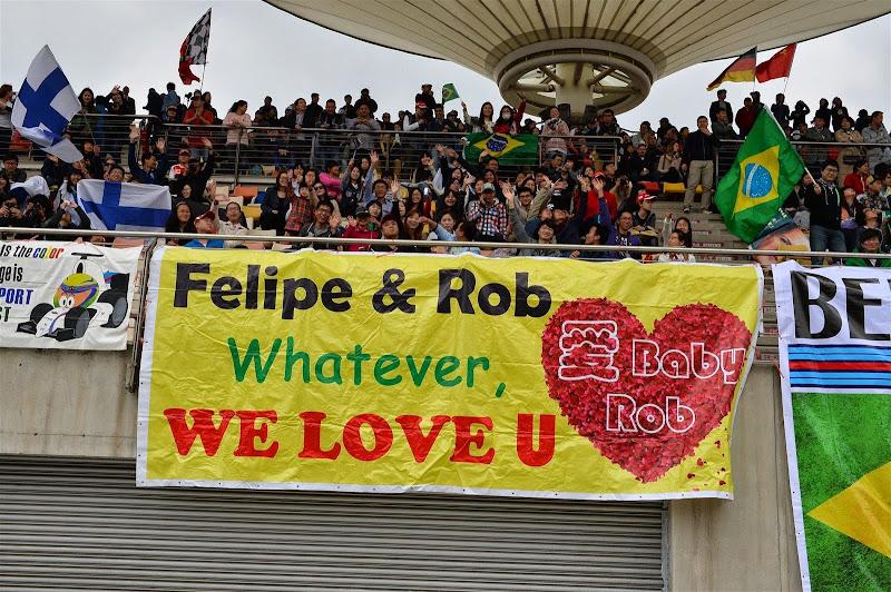 баннер болельщиков Фелипе Массы на трибунах Шанхая на Гран-при Китая 2014