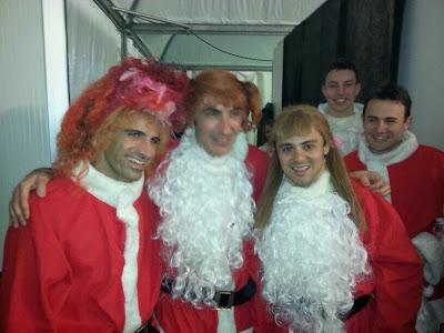 Марк Жене, Андреа Бертолини и Фелипе Масса в женских париках на Рождественском празднике Ferrari - декабрь 2013