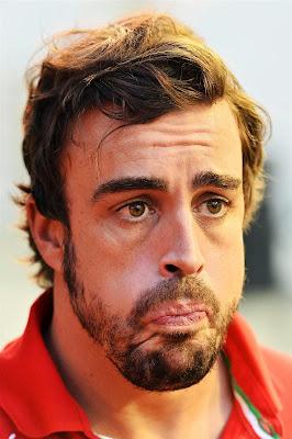 недоумевающий Фернандо Алонсо на Гран-при Сингапура 2014