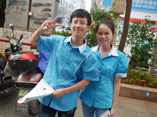 young people promoting Vivo in Hengyang, Hunan