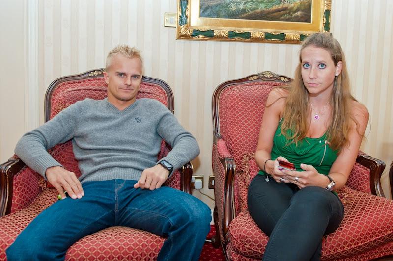 Хейкки Ковалайнен и Кэтрин Хайд прибывают на Гран-при Бахрейна 2012