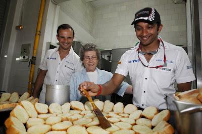 Нараин Картикеян и Витантонио Льюцци готовят что-то на Гран-при Европы 2011