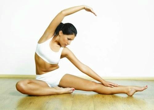 Giam mo bung duoi voi 4 bai tap yoga tai nha