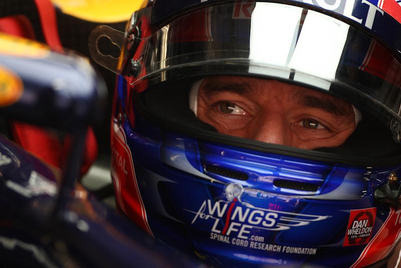 шлем Марка Уэббера со стрикером Дэна Уэлдона на Гран-при Индии 2011