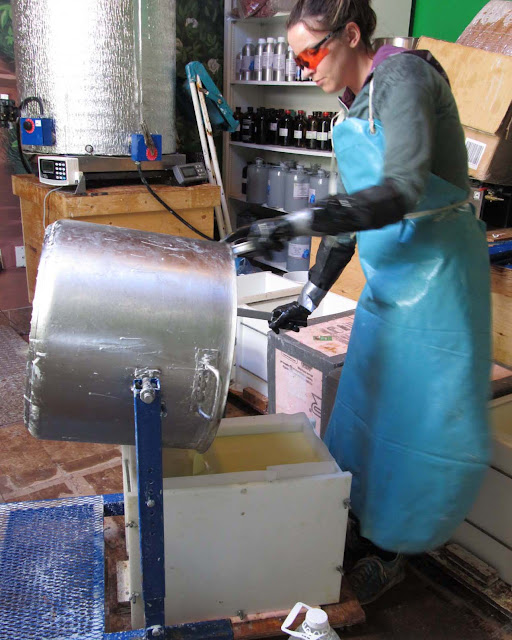 Pouring into a 100Lb Mold 3