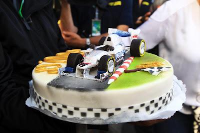 Mercedes торт для Михаэля Шумахера в честь 300 ГП на Гран-при Бельгии 2012