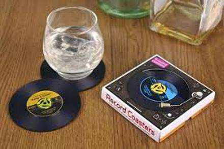 10 DIY Projects For Single Mothers - Vinyl Records As Coasters