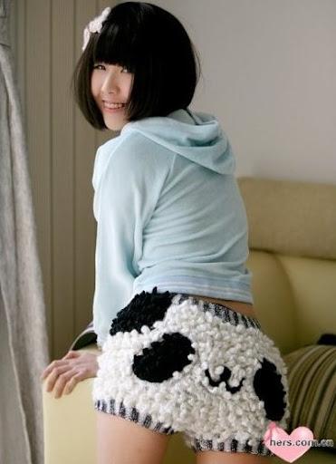 оптом Хорошенькие трикотажные шорты с узора панды.
