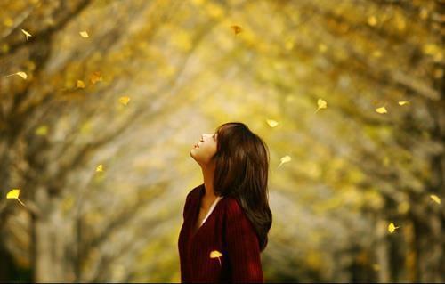 Bài Thơ Nhớ Mùi Hương Môi Anh Thu Xưa (lục bát)
