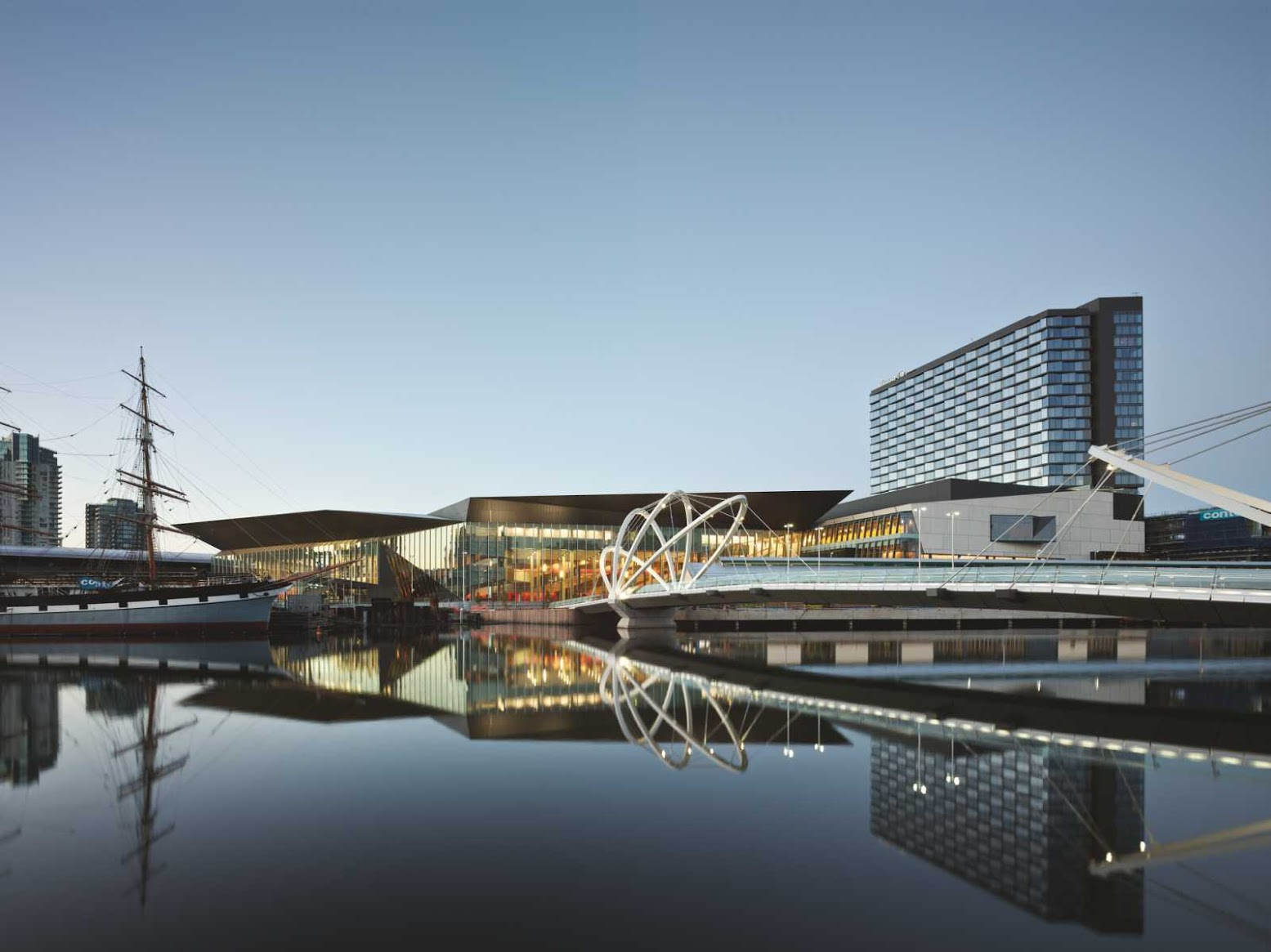 Melbourne Victoria, Australia: [MELBOURNE CONVENTION AND EXHIBITION CENTRE BY WOODS BAGOT]