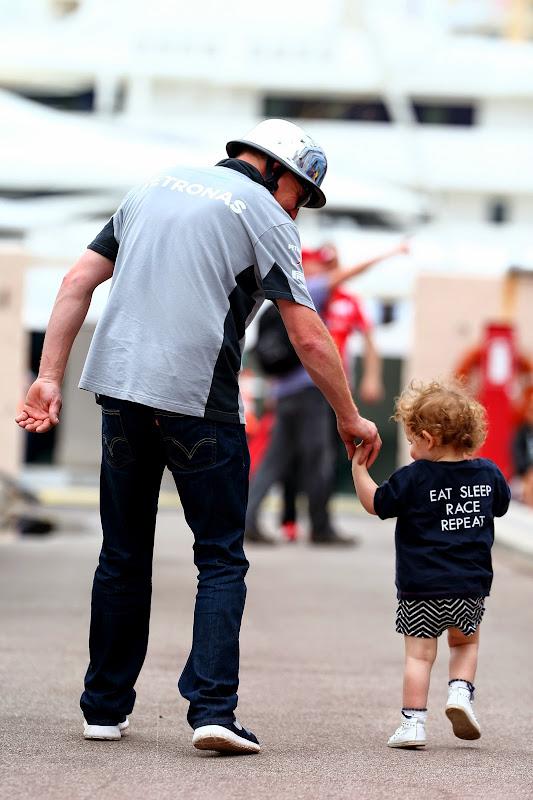 маленький болельщик в футболке Eat Sleep Race Repeat на Гран-при Монако 2014