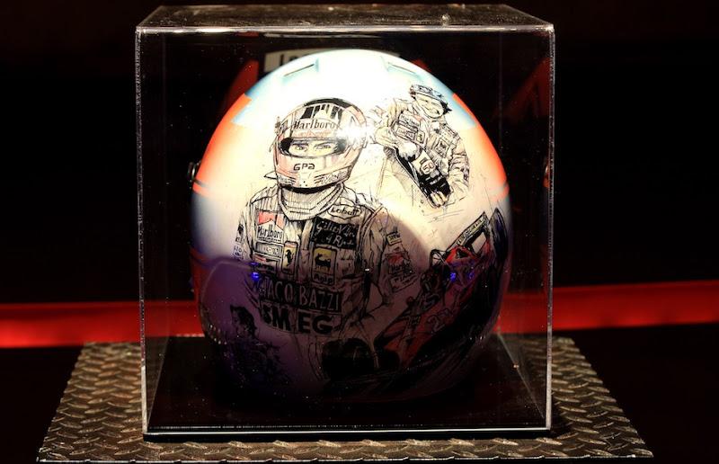 шлем с символикой Жиля Вильнева на Гран-при Канады 2012