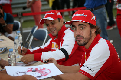 Фернандо Алонсо и Фелипе Масса на автограф-сессии Гран-при Кореи 2013