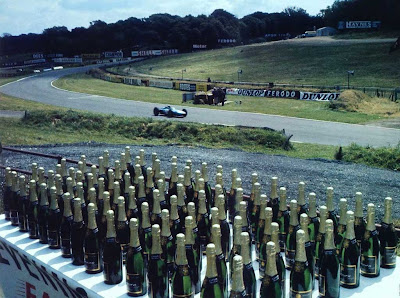 100 бутылок шампанского для обладателя быстрейшего круга в Брэндс-Хэтче 1964