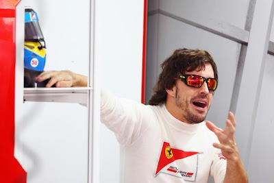 удивленный Фернандо Алонсо с открытым ртом Буддх Гран-при Индии 2011