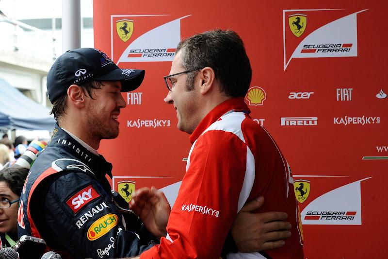 Стефано Доменикали поздравляет Себастьяна Феттеля на Гран-при Бразилии 2012