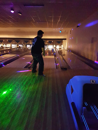 CR Bowling, 1661 16 Ave, Campbell River, BC V9W 6R9, Canada, Bowling Alley, state British Columbia