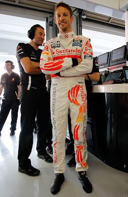 Дженсон Баттон в комбинезоне Hugo Boss на Гран-при Японии 2011