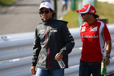 Серхио Перес и Фелипе Масса на параде пилотов Сузуки на Гран-при Японии 2011