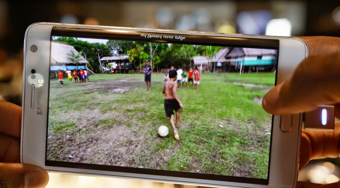 Samsung Galaxy Note Edge view in hd movies