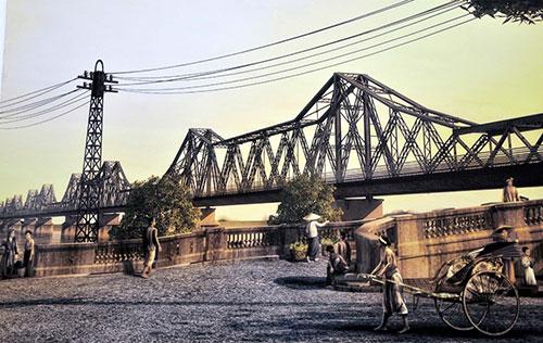 Những bài thơ hay viết về cây cầu Long Biên (Hà Nội)