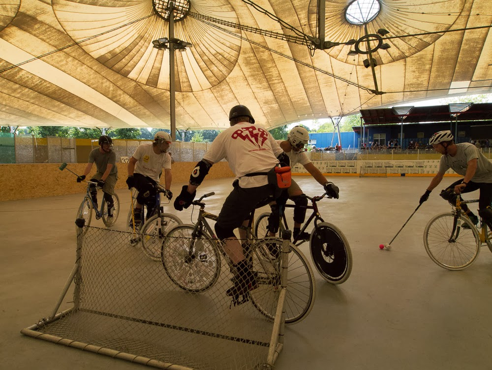 Zum Bericht über die das Bikepolo-Turnier...
