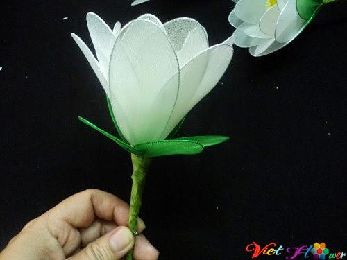 Làm hoa sen trắng bằng vải voan (bước 8)