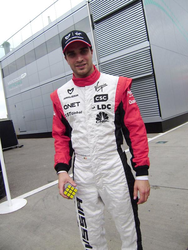 Жером Д'Амброзио с Кубиком Рубиком на Гран-при Венгрии 2011 на трассе Хунгароринг
