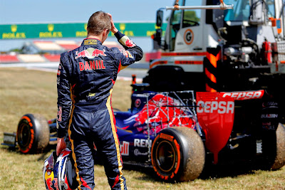 Даниил Квят и его болид Toro Rosso на тестах в Барселоне 2014
