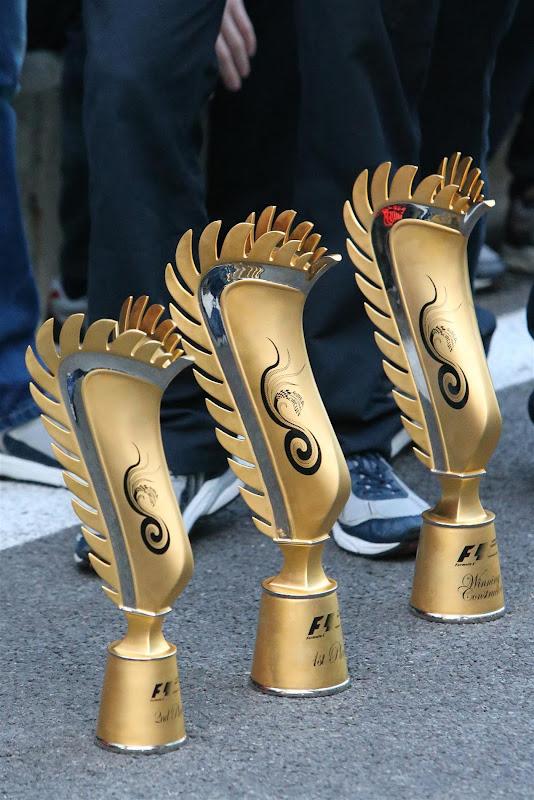 оригинальные трофеи для победителей и призеров на Гран-при Кореи 2012