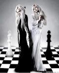 female_simulates_mannequin_05.jpg