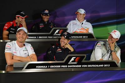 пилоты веселятся на пресс-конференции в четверг на Гран-при Германии 2012