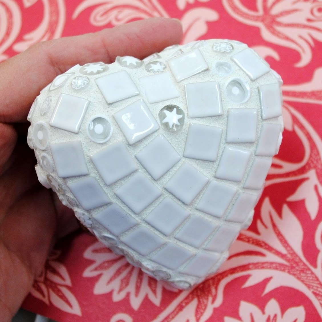 White Lace Mosaic Heart MOO5085