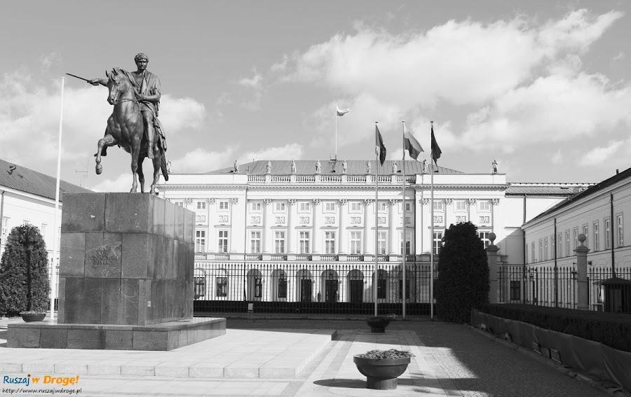 pałac prezydencki i pomnik poniatowskiego