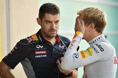 Гийом Роклен и фэйспалмящий Себастьян Феттель на Гран-при Абу-Даби 2013