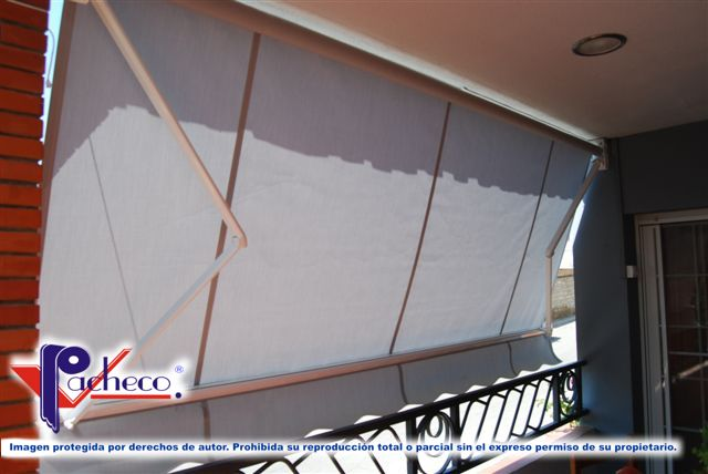 Que toldos poner para balcones en cox alicante modelos for Brazos para toldos balcon