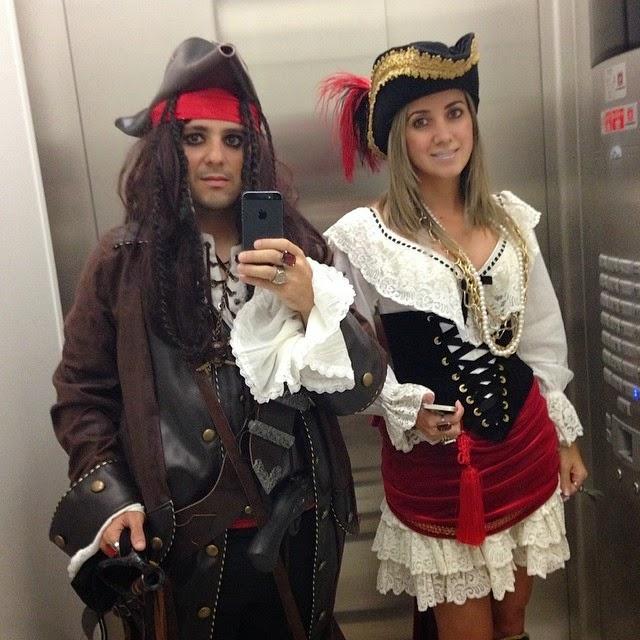 Фелипе и Рафаэла в костюмах пиратов