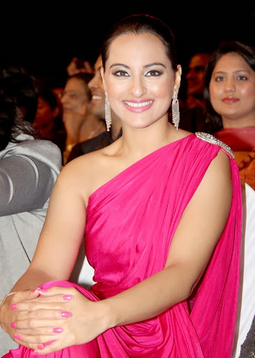 Sonakshi Sinha Beautiful Pics in Stardust Awards Show
