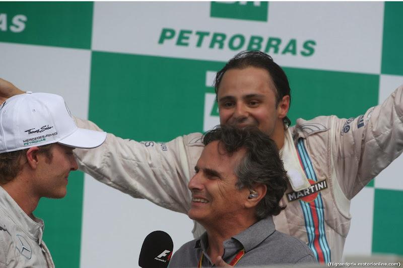 Нельсон Пике берет интервью на подиуме Гран-при Бразилии 2014