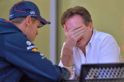 Себастьян Феттель и фэйспалмящий Кристиан Хорнер на предсезонных тестах в Бахрейне 1 марта 2014