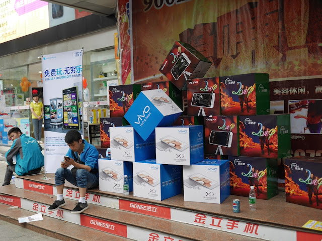 boxes promoting the Vivo X3 in Hengyang, Hunan