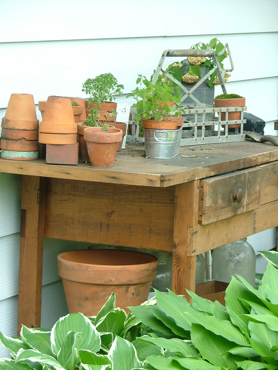 potting shed envy...