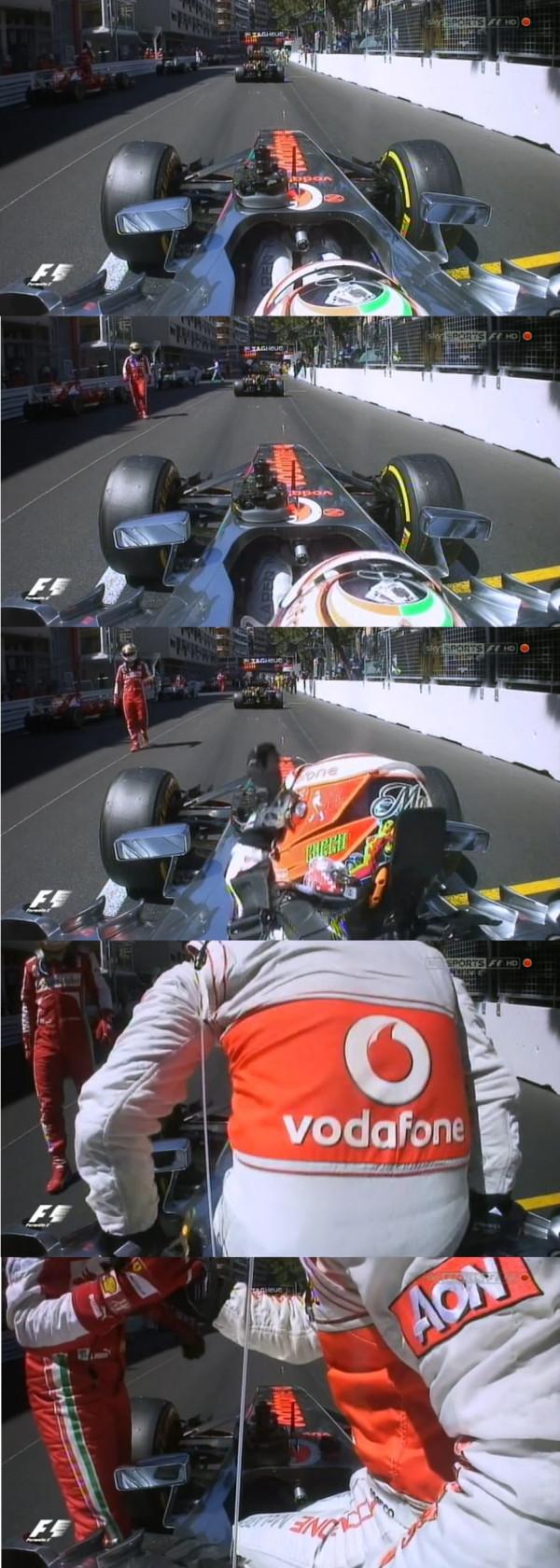 Фернандо Алонсо подходит к Серхио Пересу и пожимает руку в период красных флагов на Гран-при Монако 2013